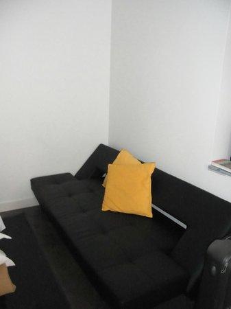 Hello Lisbon Santa Apolonia Apartments : Sofa (bed)