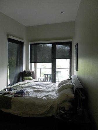 Black Rock Oceanfront Resort: bed....should have taken pics before settling in