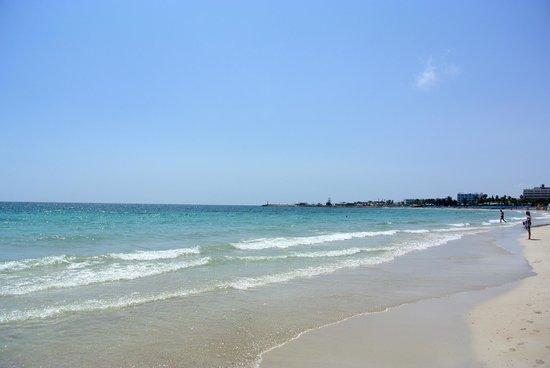 Napa Mermaid Hotel and Suites: пляж