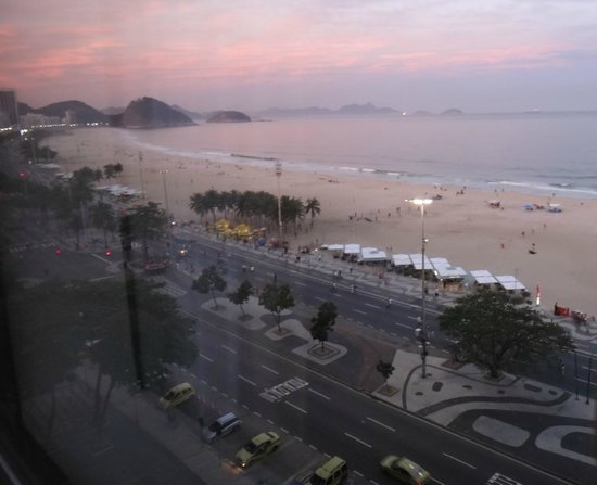 JW Marriott Hotel Rio de Janeiro: Sunset view from our window.