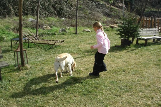 Hotel rural Candela y Plata: jugando en los jardines