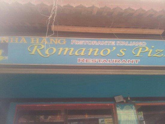 Romano's Pizza: Front door