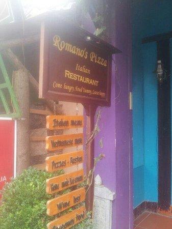 Romano's Pizza: Front door 2