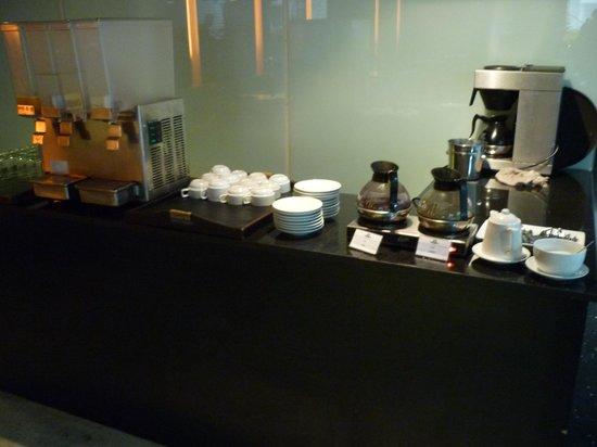 The Heritage Bangkok: Breakfast drink area