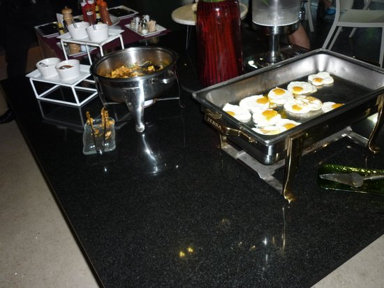 The Heritage Bangkok: Eggs - well done ones went quickly and not replenished regularly