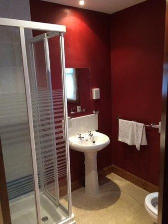 The Drovers Inn : bathroom