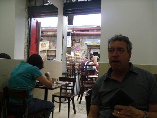 Manou Ba Shouk : Indoor sitting
