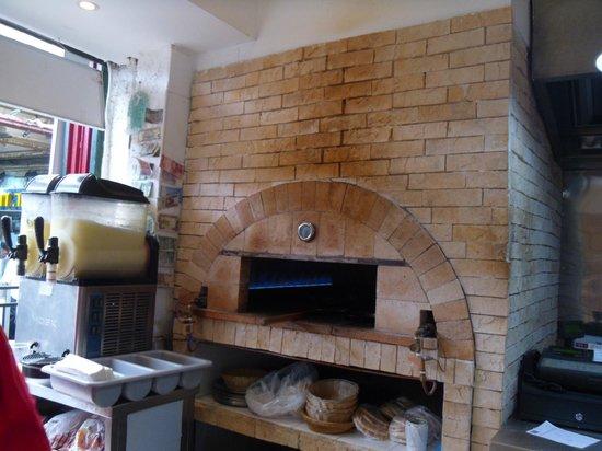 Manou Ba Shouk : Inside the restaurant