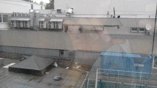 Black Sea Risheliyevskaya : Вид из номеров, выходящих во двор.