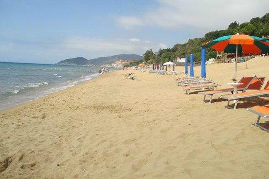 Hotel Paradiso Residence : Strand noch leer Ende Mai