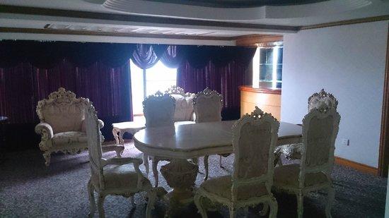 Hotel Miramar : The dining slash bar