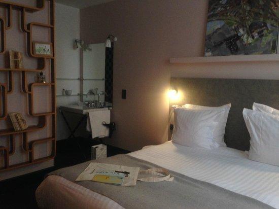 Le 1er Etage Marais: Pink bed room