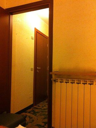 Amadeus Hotel: Вид с кровати. Грязь над батареей