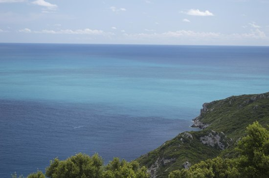 Porto Timoni Restaurant Cafe: Beautiful blue sea