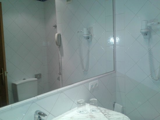 Saray Hotel: Baño.