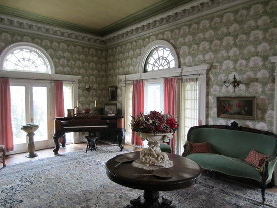 Rockcliffe Mansion: Parlor