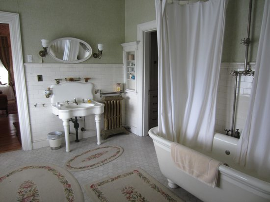 Rockcliffe Mansion: one of the bathrooms
