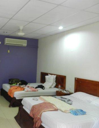 Adina Motel : Triple room