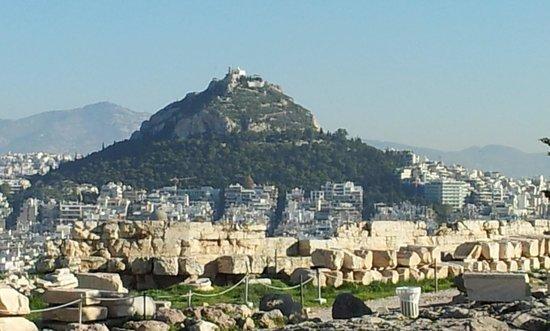 Mount Lycabettus : アクロポリスの丘から見たリカビトスの丘