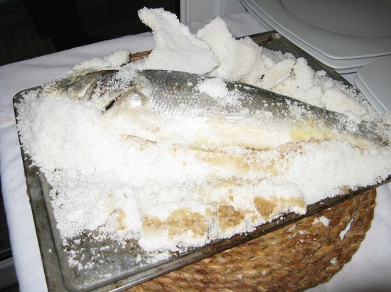 Restaurante Chiringuito Nido-Playa: Sea Bass in Salt