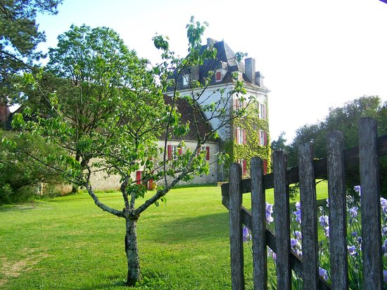 Domaine de La Rhue : One of the buildings on this beautiful property.