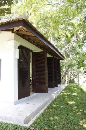 Kalahe House: Lourve doors open from living/dining area