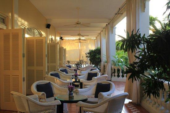 La Veranda Resort Phu Quoc - MGallery Collection: Terrasse wo Abend Musik gespielt wird