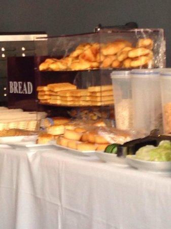 Ruskin Hotel: Croissants industriels servis au petit déjeuner