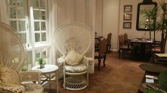 Acacia Tea Salon: Hall Way