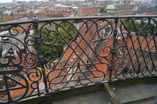 Rundetårn (Runder Turm): Udsigt til den gamle bydel med de tætte ejendomme.