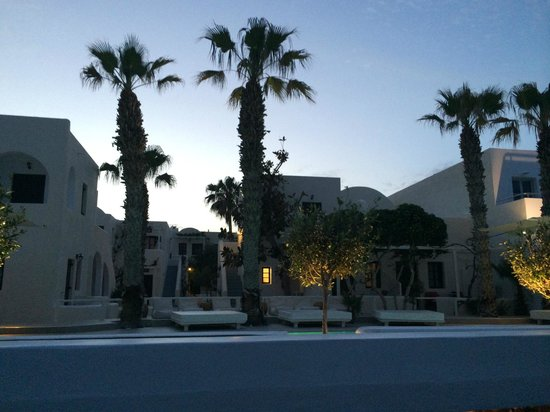 Bellonias Villas: the hotel at night