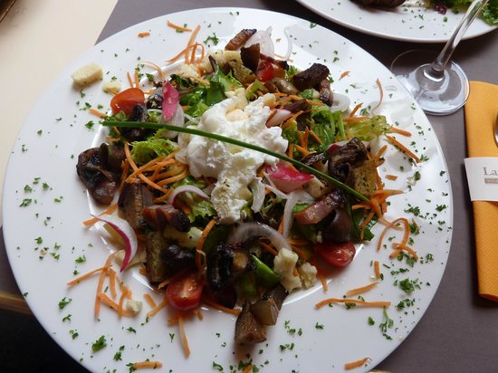 Salade picture of la cloche a fromage strasbourg - Cloche a salade ...