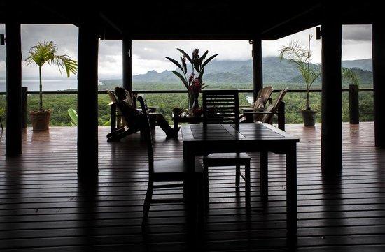 Emaho Sekawa Resort : The deck area of the villa
