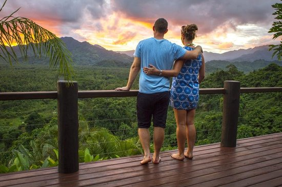 Emaho Sekawa Resort: Watching a sunset from our villa