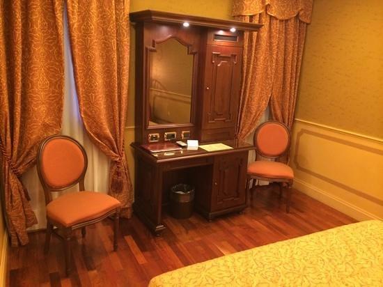 Hotel Al Codega: Zimmer mit Sekretär