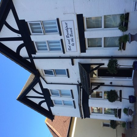 Bed & Breakfast by the Beach: Front of the B&B