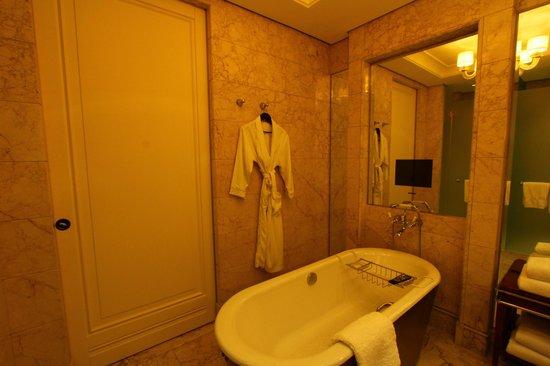 The St. Regis Singapore: Bathroom