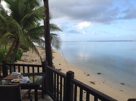 Shangri-La's Fijian Resort & Spa: Beach in front of coral wing from breakfast