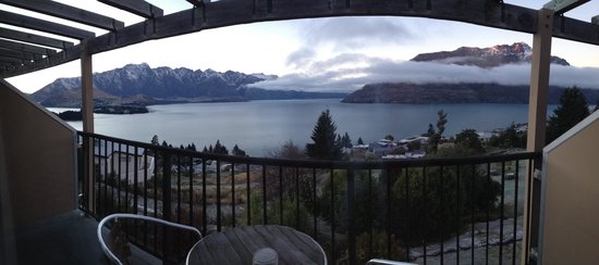 Tanoa Aspen Hotel Queenstown: View from balcony of room 427