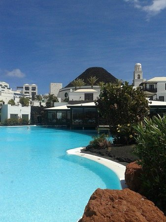 Hotel THe Volcán Lanzarote: One of the pools