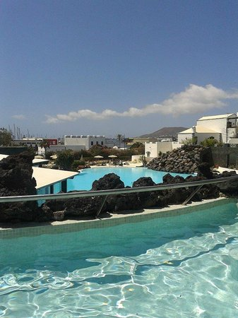 Hotel THe Volcan Lanzarote: View from the childrens pool.