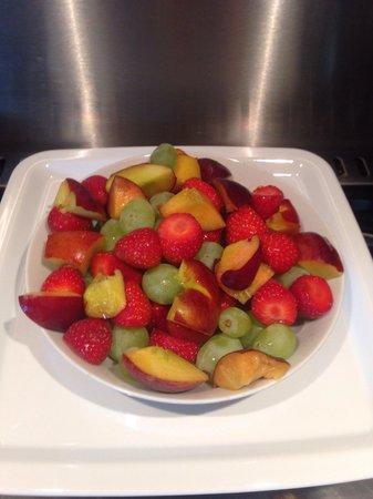 Ardlogie Guest House : Fresh fruit salad Ardlogie Style, where available