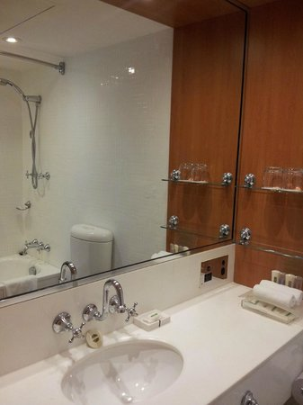 Holiday Inn Old Sydney: ensuite