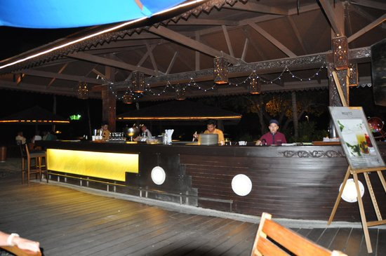 Shangri-La's Rasa Ria Resort & Spa : Sampan Bar
