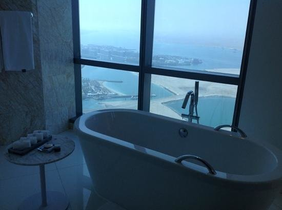Jumeirah at Etihad Towers : stunning view from bathroom on 31st floor