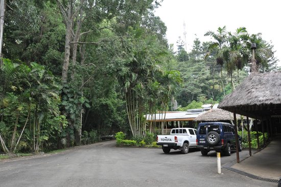 parking area picture of pacific gardens hotel goroka. Black Bedroom Furniture Sets. Home Design Ideas