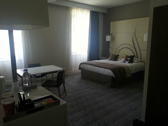 Mercure Correze la Seniorie Hotel : La chambre très spacieuse