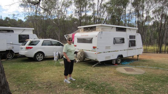 Lake Maraboon Holiday Village: Neat sites for the van.