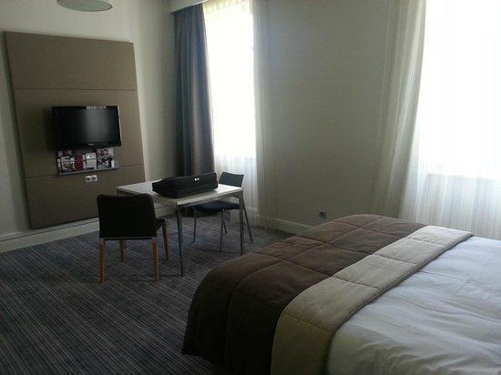 Mercure Correze la Seniorie Hotel : la chambre côté travail