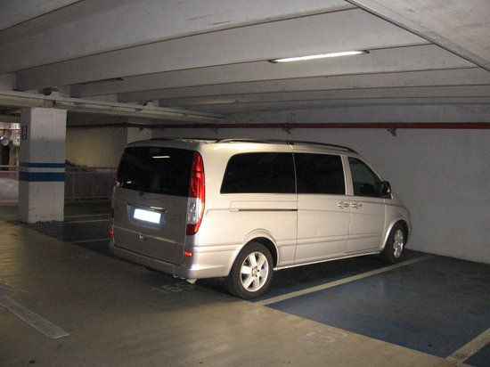 Sorrento First Choice Car Service: Seven seater Mercedes tour van